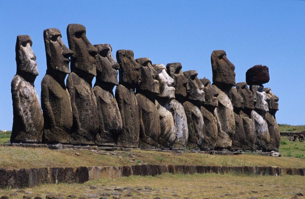 moai-of-easter-island-chile-1600x1047